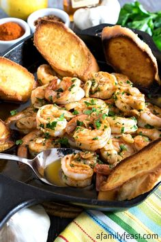 This simple, flavorful Spanish-Style Garlic Shrimp (aka Gambas al Ajillo) will have your taste buds dancing! Pork Rib Recipes, Tapas Recipes, Wine Recipes, Seafood Recipes, Cooking Recipes, Spanish Recipes, Spanish Food, Shrimp Gambas Recipe, Garlic Shrimp