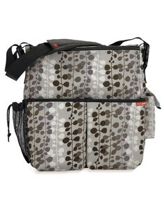 This diaper bag is amazing! Magnetic closures are the best. So so many great features. #diaperbag
