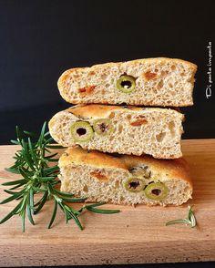 Di pasta impasta: Focaccia semintegrale con olive e pomodori secchi