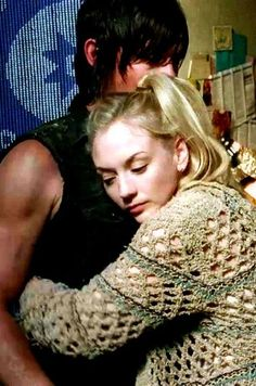 The Walking Dead - Beth and Daryl - Not too close there sister, he is MINE Walking Dead Facts, Walking Dead Series, Fear The Walking Dead, Norman Reedus, Andrew Lincoln, Daryl Dixon Fanfiction, Dead Still, Tv Show Couples, Beth Greene