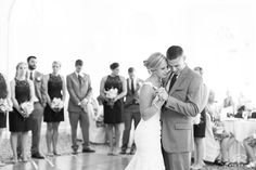 Highland Country Club Bride & Groom first dance.  © Matt Ramos Photography
