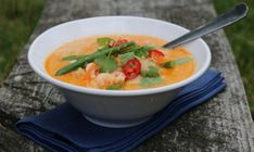 THAISUPPE MED TORSK OG REKER | TRINES MATBLOGG Fish Dishes, Fish And Seafood, Thai Red Curry, Vegan Recipes, Soup, Tasty, Cooking, Ethnic Recipes, Healthy Food