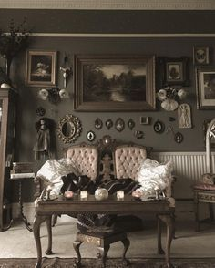 Fall in love with this vintage living room and get inspired | www.vintageindustrialstyle.com #vintagehomedecor #vintagefurniture #vintagestyle #vintagelivingroom