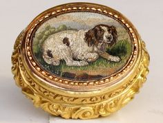 An Important 18ct Gold and Micro Mosaic Vinaigrette The Lid set with a Micro Mosaic plaque of a recumbent spaniel on a grassy back ground in...