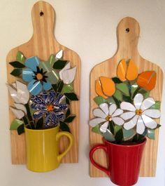 Flores com louça/ mosaic Pucassiette, by Schandra Mosaic Flower Pots, Mosaic Pots, Mosaic Garden, Mosaic Glass, Mosaic Tiles, Glass Art, Mosaics, Mosaic Artwork, Mosaic Wall Art