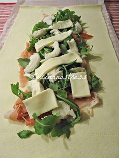 Un semplice rotolo di pasta sfoglia trasformato in una bellissima treccia, bella da presentare a tavola, e con un ripieno veramente sfizioso. Facile e veloce!