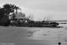 Casa em ruinas, devido ao aumento do nível do mar