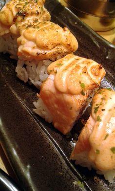 Sushi Burger, My Sushi, Sushi Donuts, Tumblr Food, Asian Recipes, Ethnic Recipes, Food Snapchat, Food Icons, Donut Recipes