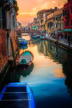 Venice - Italy, boats, city view, water, reflections, sun, sunset, sunrise, sparkle, beautiful, colours, culture, history, houses, buildings, architechture, quiet, photo.