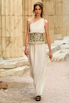 Sfilata Chanel Parigi - Pre-collezioni Primavera Estate 2018 - Vogue 93b30de94e0