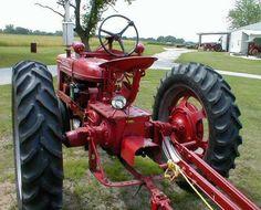 1940 H Farmall Seat mounting hole . Big Tractors, Farmall Tractors, International Tractors, International Harvester, Farmall Super M, Farm Pictures, Antique Tractors, Ih, Farming