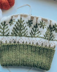 Double Knitting Patterns, Fair Isle Knitting Patterns, Knitting Charts, Knitting Designs, Knitting Projects, Knit Hat Patterns, Fair Isle Pattern, Yarn Projects, Baby Hats Knitting