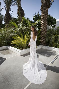 Nurit Hen A Well Known Israeli Designer Spent Her Career At The Forefront Of Fashion And Started Designing Wedding Gowns Evening Dresses In Age
