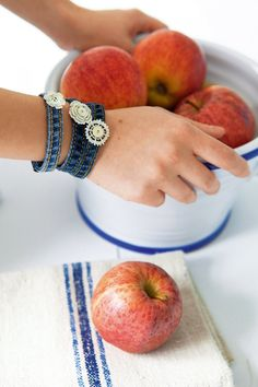 Des bracelets en jean