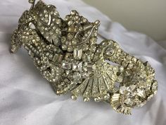 Vintage Wedding Brooch Headband from Musarra and Co. It is one of a kind and decorated with all vintage art deco pieces. This is a stunning piece. Vintage Headbands, Vintage Brooches, Vintage Jewelry, Vintage Art, New Years Party, Online Clothing Stores, Party Fashion, Art Deco, Unique