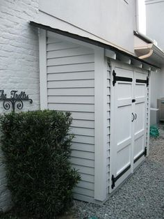31 Wonderful Unique Small Storage Shed Ideas For Your Garden. If you are looking for Unique Small Storage Shed Ideas For Your Garden, You come to the right place. Below are the Unique Small Storage S. Shed Storage, Small Storage, Extra Storage, Garage Storage, Backyard Storage, Trash Can Storage Outdoor, Small Garden Storage Ideas, Outdoor Storage Sheds, Storage Shelves