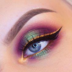 CURSO DE MAQUIAGEM 10O% ONLINE - COM CERTIFICADO | GARANTA JÁ SUA VAGA #make #makeprofissional #maquiagempassoapasso #makeiniciante #maquiagemfacil #maquiagemparaodia #maquiagemparanoite #maquiagempelenegra #ideiasmaquiagem #maquiagemparafeste Colorful Eye Makeup, Eye Makeup Art, Eyeshadow Makeup, Makeup Brushes, Beauty Makeup, Hair Makeup, Smokey Eyeshadow, Mehron Makeup, Metallic Eyeshadow