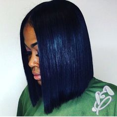 Get into this blunt bob✂️ Love this chic cut by Indiana Stylist @ebunniee❤️ #voiceofhair ========================== Go to VoiceOfHair.com ========================= Find hairstyles and hair tips! =========================