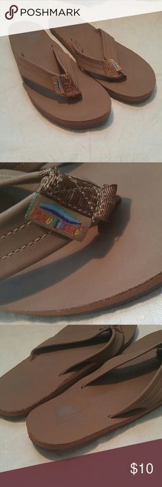 Maui Island Tan/ Light Brown Flip Flops Sz 8 1/2-9 Maui Island Tan/Light Brown Flip Flops. No Sz but they are an 8 1/2 or 9 because that's what I wear....I wore them once.....Like new. Maui Island Shoes Sandals