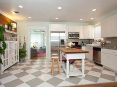 Checkerboard Floor Kitchen Suitable For Your Kitchen Design - Are you a chess game lover? Maybe you can apply it in porcelain floor with motif like checkerboard