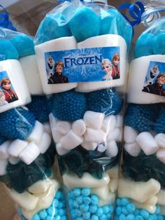 27 personalized loot bags for Frozen party favors - Shelterness Frozen Birthday Party, Frozen Party Table, Frozen Party Favors, Olaf Birthday, Frozen Party Decorations, Disney Frozen Birthday, Frozen Theme Party, Birthday Party Favors, 2nd Birthday Parties
