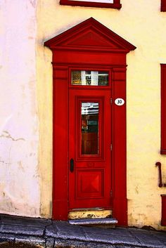 Puertas del mundo / Old door in Quebec