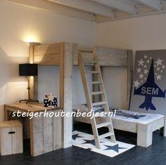 #steigerhout #bedjes #kinderbed #goedkope #hoogslaper #steigerhout Geweldig combinatiebed. 2 Kindjes kunnen slapen in een kleine kamer. Het is mogelijk om aan de andere kant ook nog een bureautje te plaatsen.