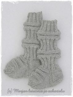 Baby Knitting Patterns, Knitting Socks, Kids And Parenting, Fingerless Gloves, Arm Warmers, Knit Crochet, Diy, Baby Things, Crocheting