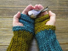 Pollyfoofoo: Mrs.Fitz Inspired Mini Mitts Crocheted Version Outlander - Free…