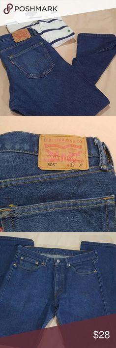 LEVIS 505 Jeans Size 32 / 32 LEVIS 505 blue jeans.  These jeans are a size 32 waist, and 32 length.  These LEVIS 505 Jeans are in excellent condition. Levi's Jeans Straight