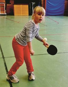 Swing Ping Pong - Suitable for children from the Age of 3, with or without disabilities, for the elderly, and for those undergoing rehabilitation for brain injury.  Repetitive training can strengthen and create new relations between nerve synapses.