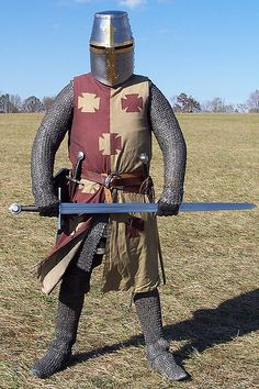 Very good reenacto armor century armor knigjt Armor Clothing, Medieval Clothing, Historical Clothing, Medieval Knight, Medieval Armor, Medieval Fantasy, Norman Knight, Early Middle Ages, Knight Armor