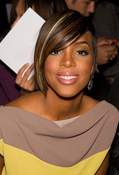 Kelly Rowland born Kelendria Trene Rowland - Singer genres R'B, pop, hip hop, dance. songwriter, dancer, actress. Her work has earned her several awards including: Grammy Awards, Billboard R'B / Hip Hop Music Awards, International Dance Music Awards, and star on the Hollywood Walk of Fame with Destiny's Child.