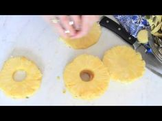 Four easy tips on how to cut a pineapple. Enjoy them with salads, on the grill…