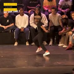 ▶ WOW what a dance step,He killed it with his footwork.WOW what a dance step,He killed it with his footwork. Just Dance, Dance It Out, Dance Moms, Dance Choreography Videos, Dance Music Videos, Danse Twerk, Garderobe Design, Cool Dance Moves, Afro Dance