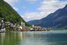 Hallstatt, es una localidad del distrito montañoso de Salzkammergut en Austria. Foto de Alan Dreamworks (Alan Tsai), vía Flickr.