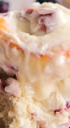 Blackberry Jam Sweet Rolls with Cream Cheese Frosting I'll have to make this got tons of blackberry's! Brownie Desserts, Oreo Dessert, Mini Desserts, Just Desserts, Delicious Desserts, Yummy Food, Breakfast Pastries, Breakfast Dishes, Brunch Recipes