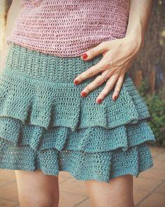 VÍDEO TUTORIAL paso a paso Falda de ganchillo   Falda Marina Bluü Knitting Patterns, Crochet Patterns, Crochet Skirts, Knitting Videos, Skirt Pants, Lace Shorts, Stitch, Bikinis, Inspiration