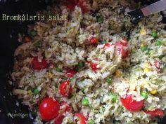 Bastian kalder dem bromkåls-ris, fordi der både der BROccoli og bloMKÅL i. Fint navn. Stegte blomkålsris er et meget alsidigt tilbehør, der kan varieres næsten i det uendelige.  Stegte bromkålsris med
