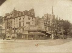 Paris, le coin du quai des Orfèvres (à gauche) et du boulevard du Palais en 1905, deux ans avant la construction des nouveaux bâtiments de la Préfecture de Police de Paris. Une photo d'Eugène Atget (BnF).