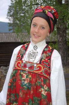 FolkCostume: Bunad and Rosemaling embroidery of upper Hallingdal, Buskerud, Norway