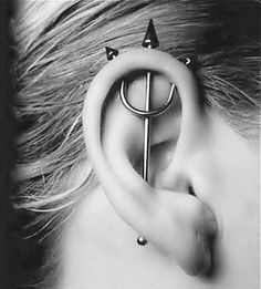 Here are the Top Types of Piercings You'll Want to Get! We listed the top 20 types of piercings you will want to get with insights and pictures. Get to see how your future piercing will look like before. Piercing Tattoo, Piercing Cartilage, Body Piercings, Piercing Types, Crazy Piercings, Double Cartilage, Tongue Piercings, Cool Peircings, Body Mods