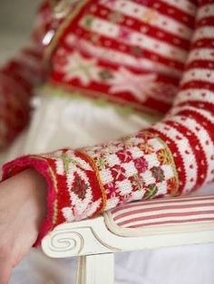 Ravelry: Bolero Fritt etter Fana pattern by Sidsel J. this is exquisite! Fair Isle Pattern, Fair Isle Knitting, Red Christmas, Knitting Projects, Arm Warmers, Knit Crochet, Crochet Shrugs, Crochet Sweaters, Christmas Sweaters