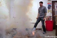 Este hombre usa fuegos artificiales para hacer estas hermosas obras de arte