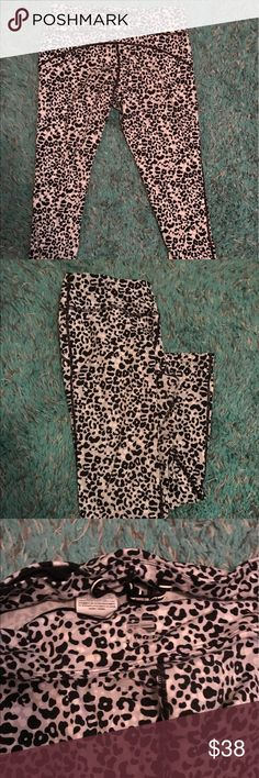 Cheetah Nike leggings Nike cropped cheetah leggings. Gently worn Nike Pants Leggings