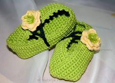 Kostenlose Häkelanleitung für Anfänger - Babyschuhe mit Blume