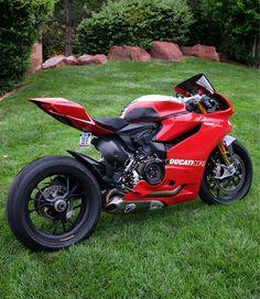 Ducati 1199 Panigale R - Auto 2019 Triumph Motorcycles, Cool Motorcycles, Ducati Diavel, Ducati Custom, Custom Bikes, Ducati Scrambler Cafe Racer, Ducati Monster 796, Ducati 999, Motos Sexy