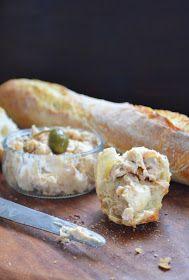 Kuchennymi drzwiami: Nocne bagietki na śniadanie z Jolą. I coś jeszcze... Camembert Cheese, Dairy, Bread, Chicken, Desserts, Food, Polish, Tailgate Desserts, Deserts