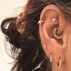 20 Gorgeous Daith Piercings That Will Make You Book An Appointment ASAP Kreative ideen Daith Ear Piercing, Pretty Ear Piercings, Ear Peircings, Piercing Tattoo, Ear Piercing Diagram, Different Ear Piercings, Types Of Ear Piercings, Multiple Ear Piercings, Ear Jewelry
