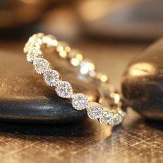 最高に羨ましい!海外のマリッジリングは婚約指輪みたいにダイヤでキラキラ*にて紹介している画像